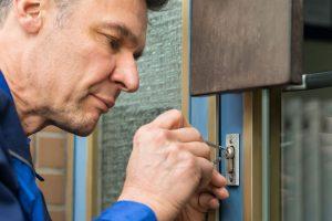 chiave-bloccata-nella-serratura