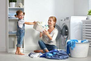 lavatrice-donna-bambino